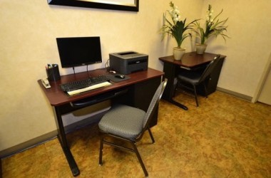 comfort-inn-suites-lax-airport-computer-room