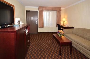 comfort-inn-suites-lax-airport-living-room