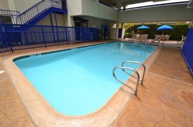 Comfort-Inn-Suites-LAX-Airport-Pool