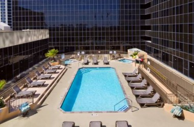 hilton-los-angeles-airport-pool-2
