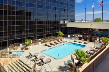 hilton-los-angeles-airport-pool