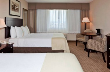 Holiday Inn Los Angeles International Airport bedroom