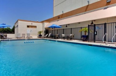 Holiday Inn Los Angeles International Airport pool